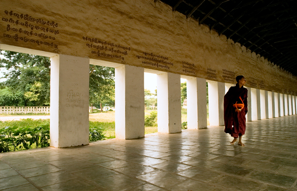 Monk in the walkway to Shwezigon Padoga
