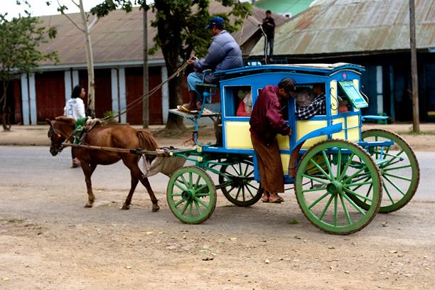 Horse-drawn carriage Pyin Oo Lwin