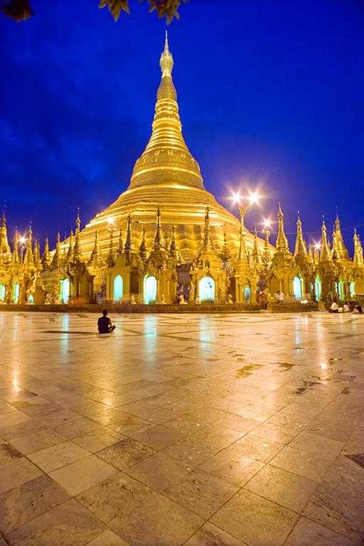 Shedagon pagoda in Yangon 2