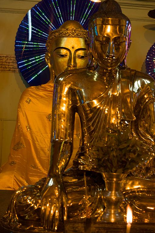 Shedagon pagoda in Yangon 3