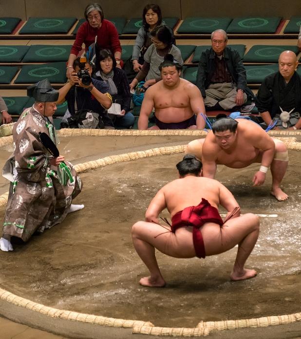 Heavy wrester against a slimmer wrestler.